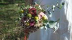 petit coeur en papier dans bouquet de mariée