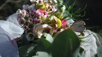bouquet de mariée craspedia renoncules wax