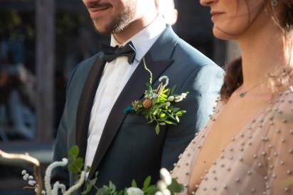 boutonniére du marié blanc doré glitter